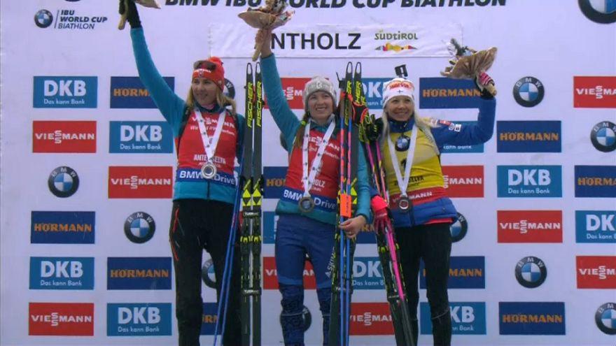 Антхольц: биатлонисты Домрачева и Фуркад празднуют победу