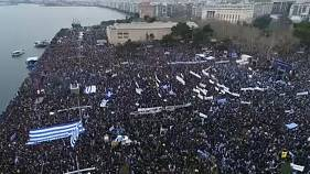 Tízezrek tüntettek Thessalonikiben Macedónia ellen