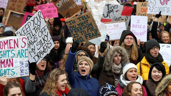 Time's up: Πορείες γυναικών σε Αμερική και Ευρώπη