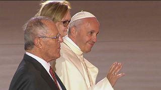 Una multitudinaria misa pone fin al viaje del papa a Chile y Perú