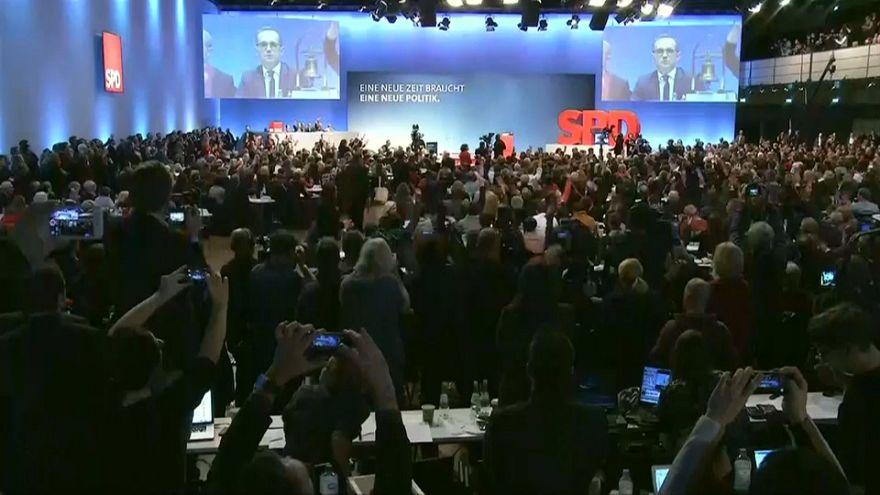 Almanya'da SPD koalisyona yeşil ışık yaktı