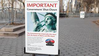 Μέχρι και το Άγαλμα της Ελευθερίας έβαλε λουκέτο!