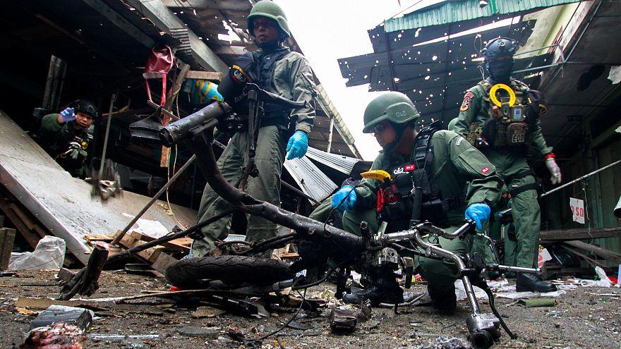 Halálos bombatámadás volt egy thai piacon