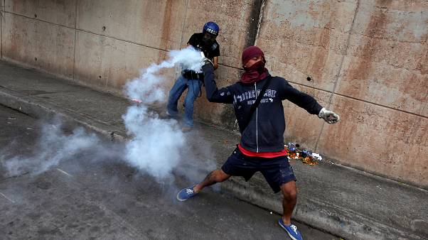Honduras, continuano le proteste contro la rielezione di Hernandez