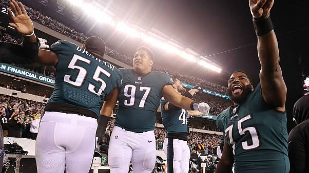 Eagles defensive end Vinny Curry leads win celebration over Vikings