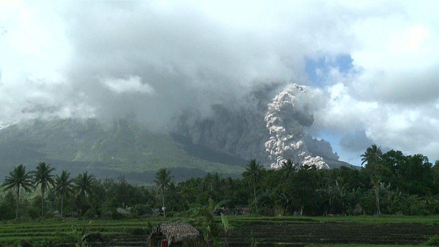 Уровень угрозы извержения вулкана Майон повышен до четвертого из пяти возможных