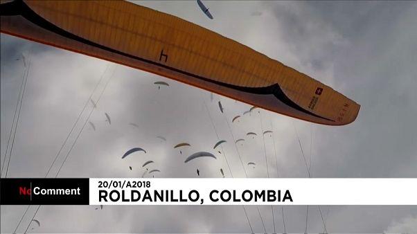 Lo spettacolo del parapendio, la coppa del mondo sulle Ande