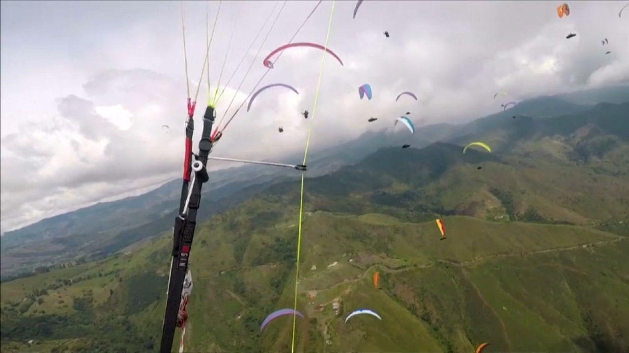 Parapente : un festival de couleurs pour la Superfinale en Colombie