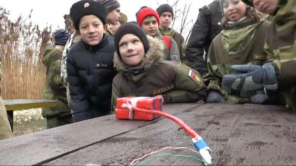 Crimée : cours militaires intensifs pour garçons