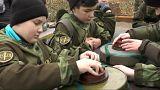Una escuela para enseñar a los niños a poner y quitar minas terrestres