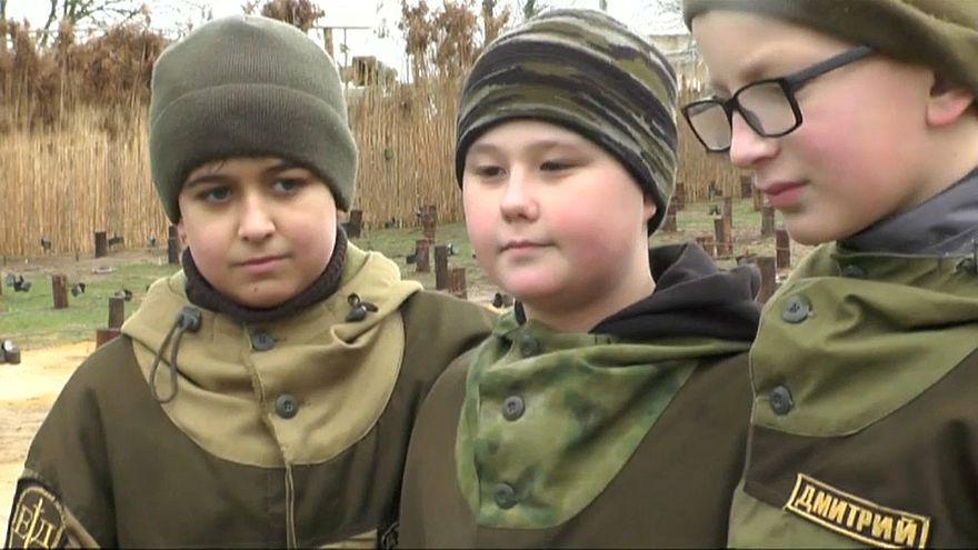 Bomben, Minen, Waffen: Crashkurs für Schüler auf der Krim