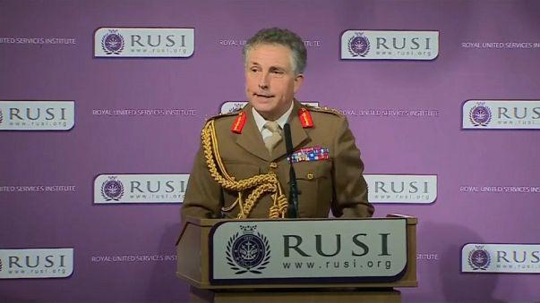 """UK, """"Basta tagli alla Difesa, la Russia è un pericolo"""""""