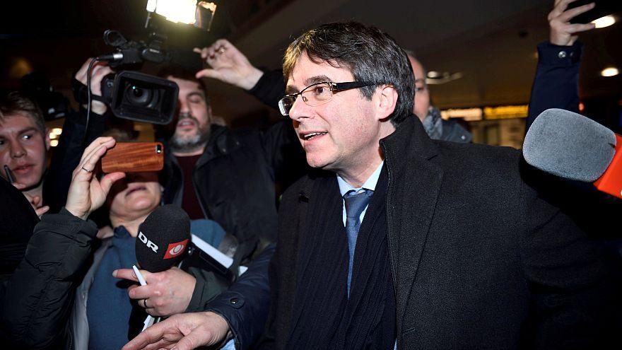 Katalonya Parlamentosu Carles Puigdemont'u 'tek başkan adayı' olarak  gösterdi
