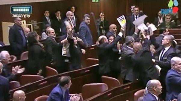 Mike Pence İsrail Meclisi'nde protesto edildi