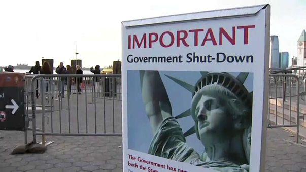 EUA: Senadores democratas viabilizam fim de paralisação governamental