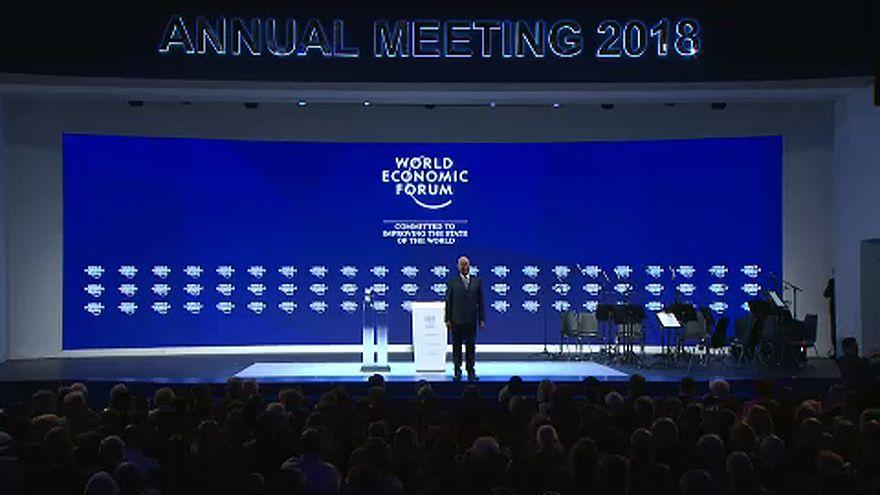 Davos: díjátadó gálával nyílt meg a Világgazdasági Fórum