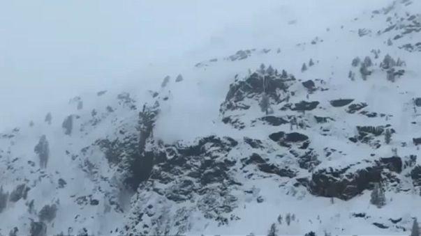 Avrupa'yı kar ve fırtına vurdu