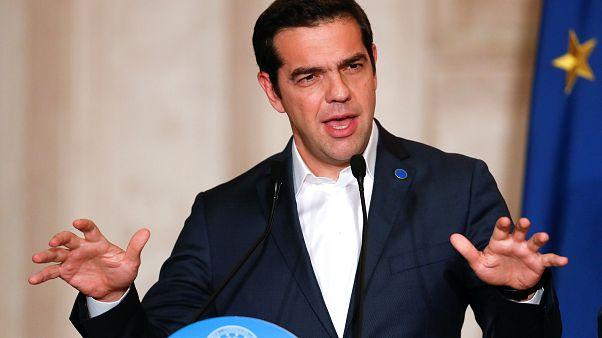 Ελληνικό χρέος και σκοπιανό στο Νταβός