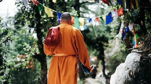 «لبخند» راهب بودایی پس از نبش قبر در تایلند