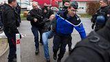 Un gardien de prison évacué par les gendarmes à Lyon-Corbas.