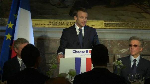 """Il presidente Macron a Versailles al summit """"Scegli la Francia"""""""