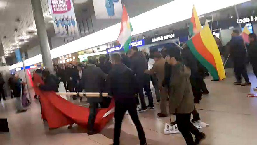 Kurdbarát tüntetők randalíroztak egy német repülőtéren