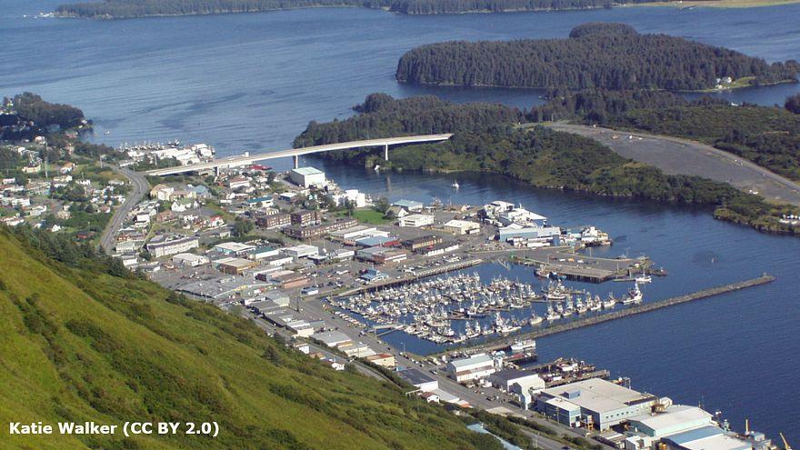 Alertes au tsunami levées après un puissant séisme en Alaska