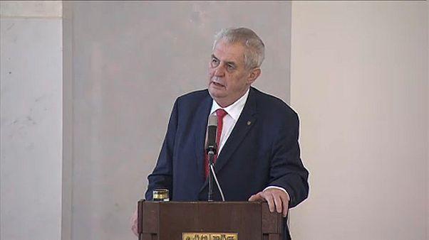 Fej-fej mellett a cseh elnökjelöltek