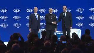 A világ vezetői Davos-ban egyezkednek