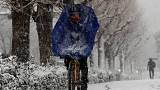 Tokyo'da beklenmedik kar yağışı