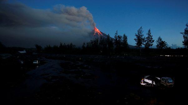Filippine: rischio eruzione violenta del vulcano, 56mila in fuga