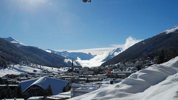 Un elicottero dell'esercito svizzero in azione a Davos