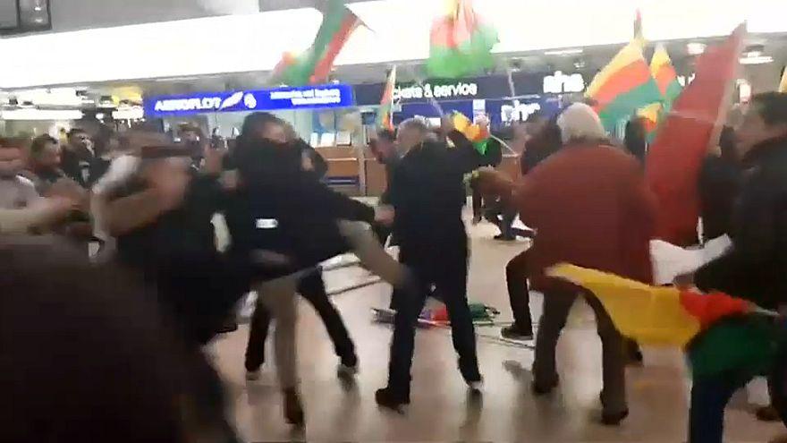 مطار هانوفر يتحول إلى ساحة عراك بين الأكراد والأتراك