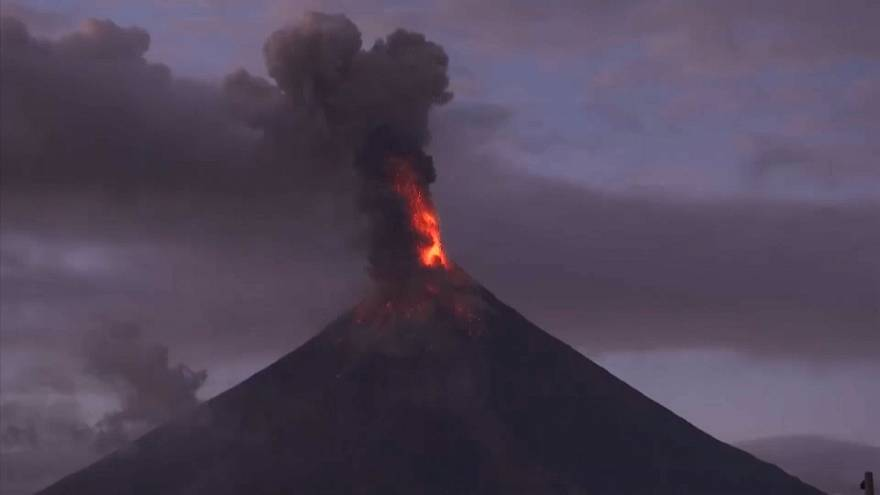 Así ha sido la erupción del volvan Mayon en Filipinas