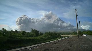 Tausende fliehen vor Vulkan Mayon