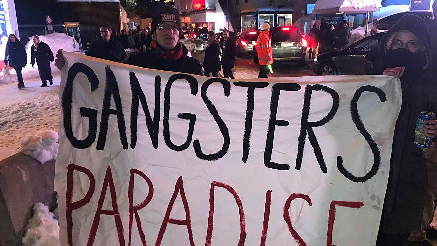 Houve também tempo para protestos em Davos