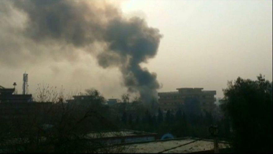 Über der afghanischen Stadt Dschalalabad stand am Mittwoch eine Rauchsäule.