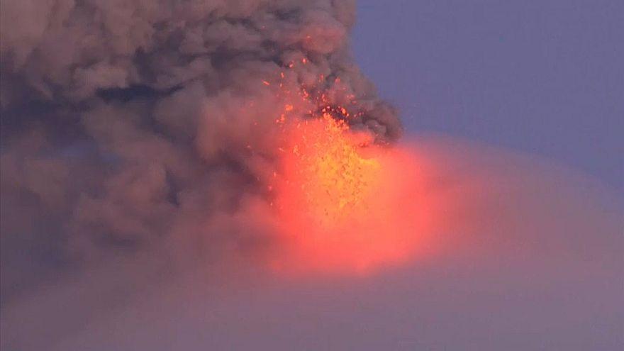 Philippinen: Vulkan spuckt Lava
