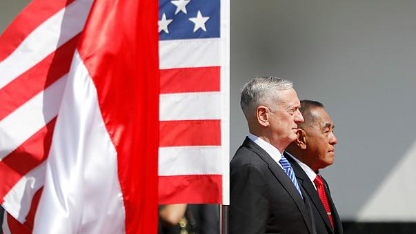 ABD savunma bakanına ilginç uğurlama