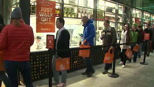 """Grandes colas para entrar en Amazon Go, la tienda """"sin colas"""""""
