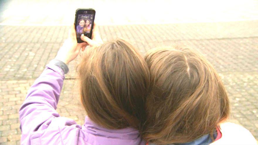 Belgien: Mit Selfie-Sticks gegen Kopflaus-Plage?