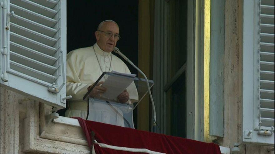 Papa'dan yalan haberleri kınama mesajı