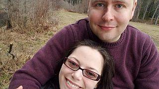توم كوشينسكي برفقة زوجته
