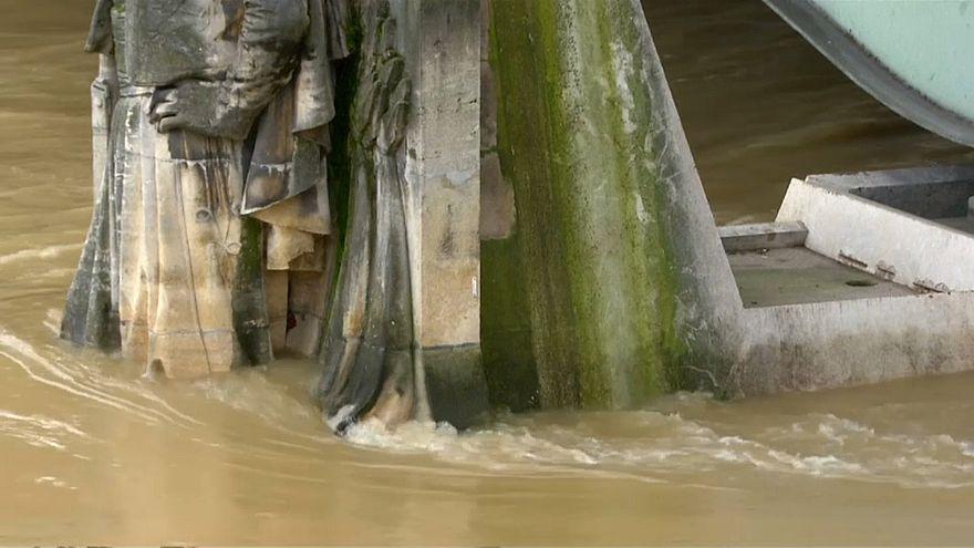 Hochwasser: Schiffsverkehr auf der Seine in Paris eingestellt