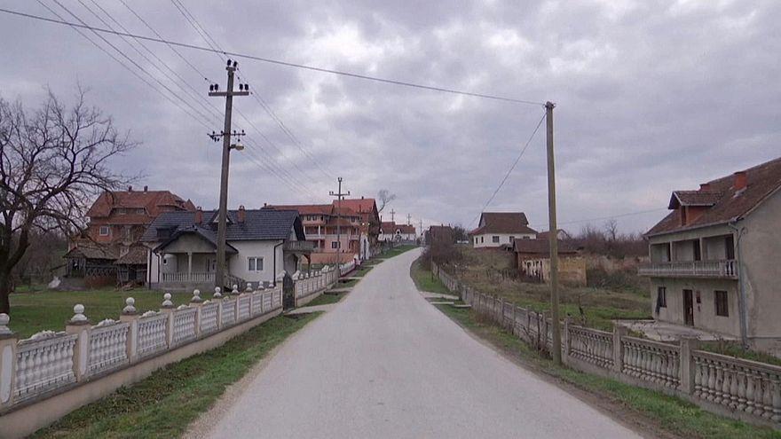 قرية صربية ذات منازل فاخرة ولكن فارغة وخاوية على عروشها