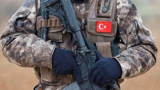 Un soldat turc à la frontière syrienne.