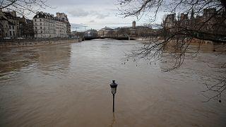 «Συναγερμός» στο Παρίσι λόγω του Σηκουάνα