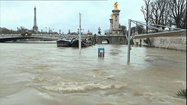 """""""Большая вода"""" в Париже"""