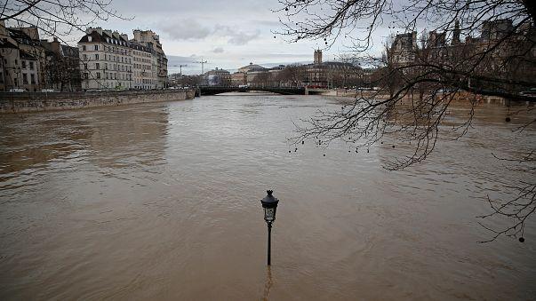 Intensas cheias deixam Paris em alerta