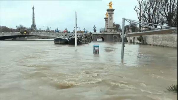 Paris'te Seine Nehri taştı